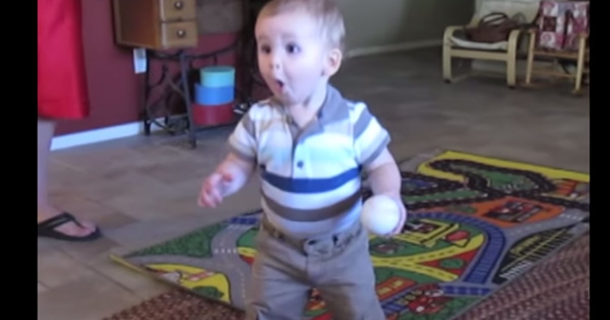 toddler_hears_phone_ring_reaction_featured