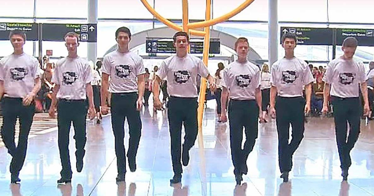 irish_dancers_surprise_crowd_at_dublin_airport_with_flashmob_featured
