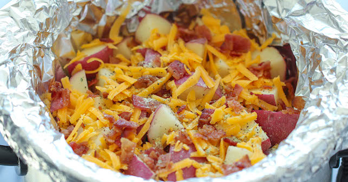 delicious_cheesy_bacon_ranch_potatoes_using_slow_cooker_featured