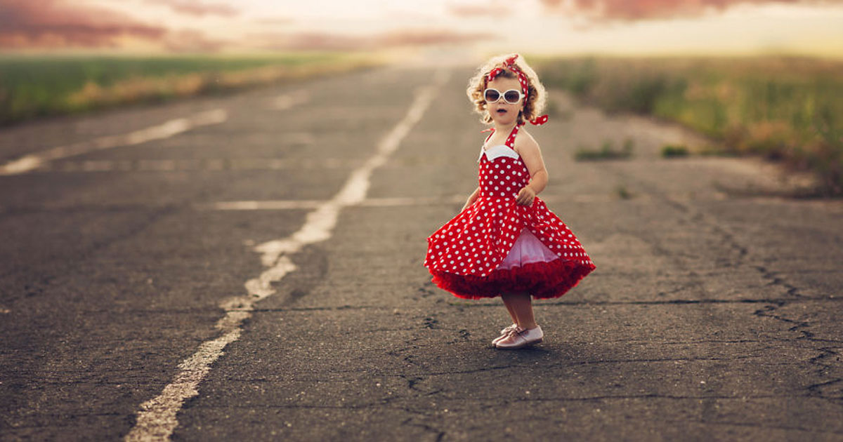mom_dresses_children_in_magical_costumes_featured