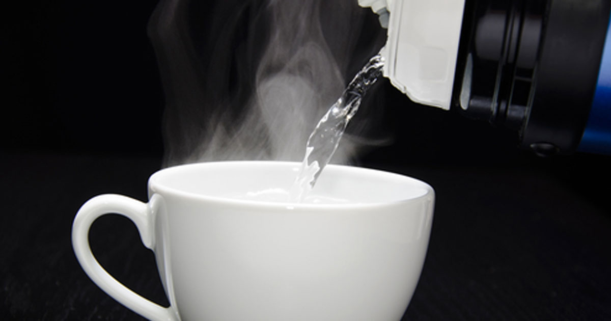 benefits_of_drinking_hot_water_featured