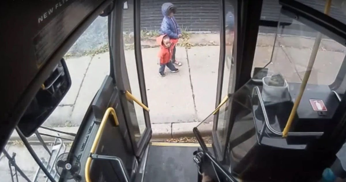 bus_driver_helps_lost_kids_get_home_featured
