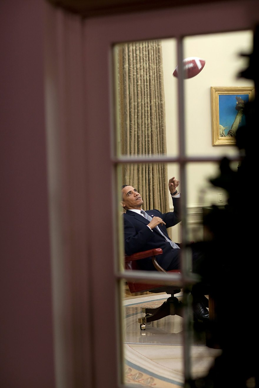 18-the-president-tosses-around-the-ball-before-a-meeting-in-the-oval-office