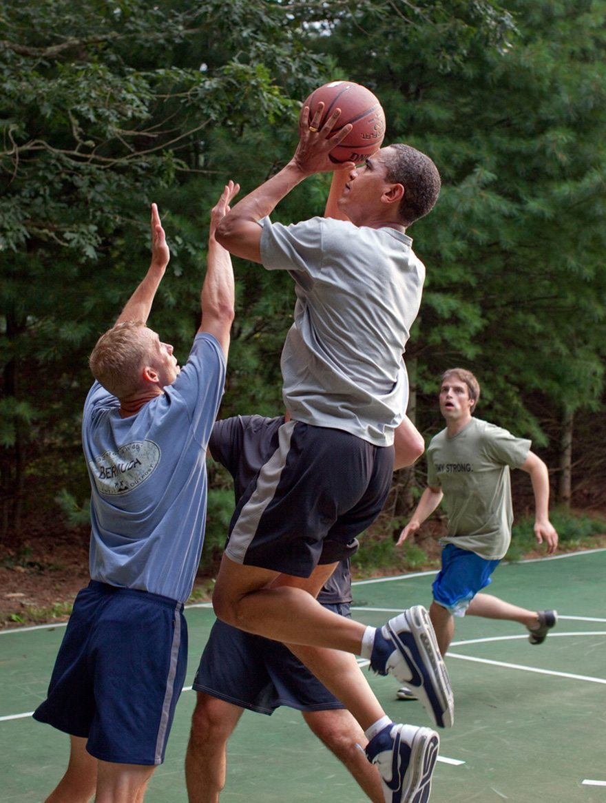27-president-barack-obama-plays-basketball-with-white-house-staffers-while-on-vacation-on-marthas-vineyard