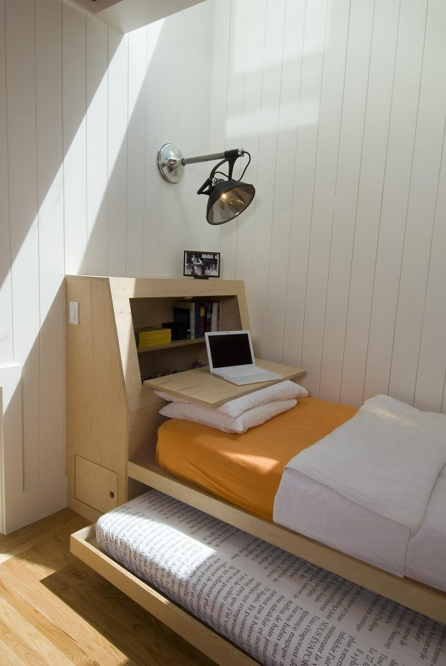 335055-wood-paneling-for-wall-with-space-saver-beds-and-kid-bedding-also-reading-lamp-with-wood-flooring-for-kid-bedroom-decoration-ideas-650-4e14fed893-1484634161