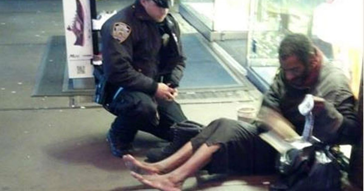 officer_buys_homeless_man_boots_featured
