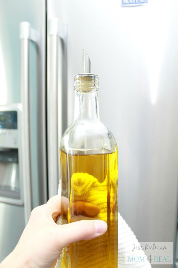 olive-oil-clean-stainless-steel