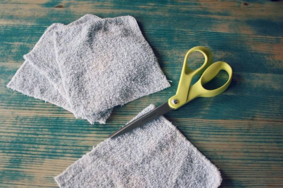 diy-dryer-sheet-cut-the-cloth