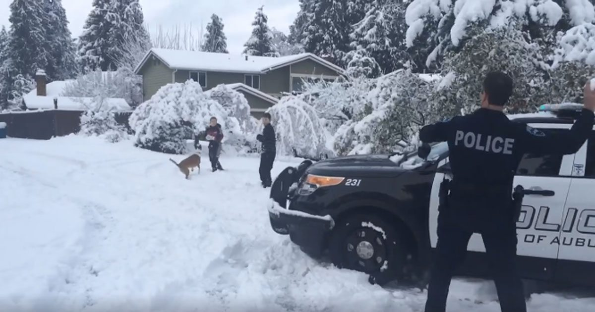 auburn_police_snowball_fight_featured
