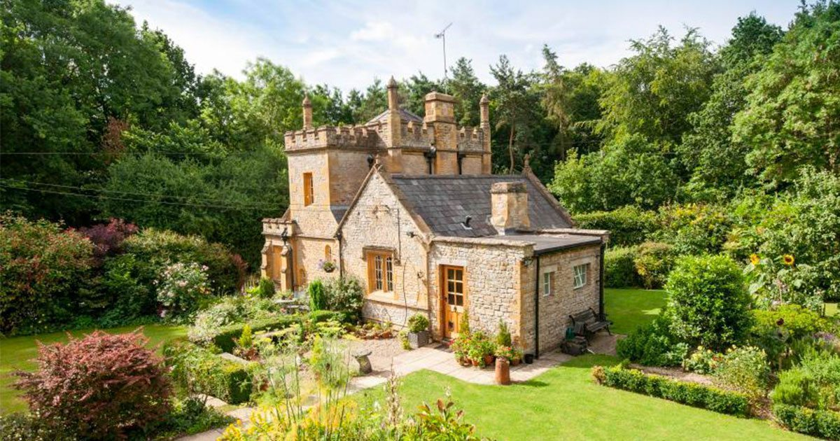 mollys_lodge_castle_featured