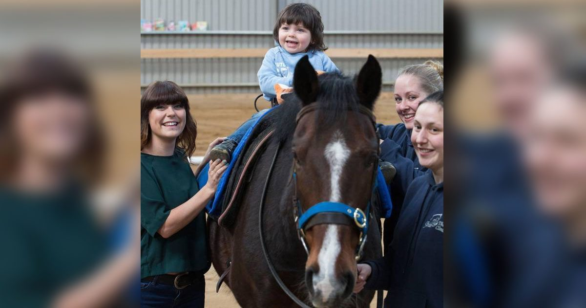 boy_with_autism_speaks_with_help_of_horse