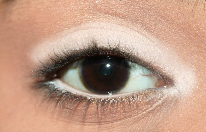 5-different-ways-to-use-a-white-eye-liner-3