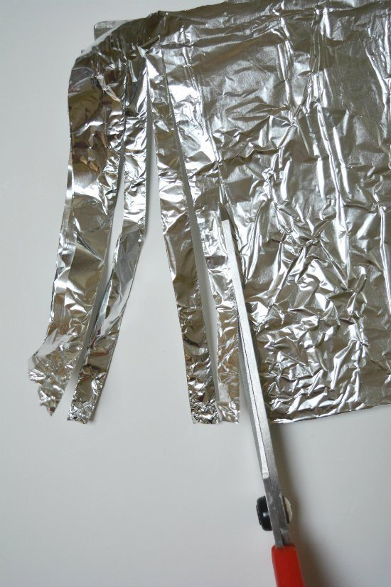 sharpen-scissor-by-cutting-through-layers-of-foil