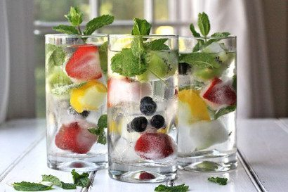 low-cal-spritzers-with-fruit-ice-cubes-by-a-beautiful-bite-on-may-8-2013-410x273
