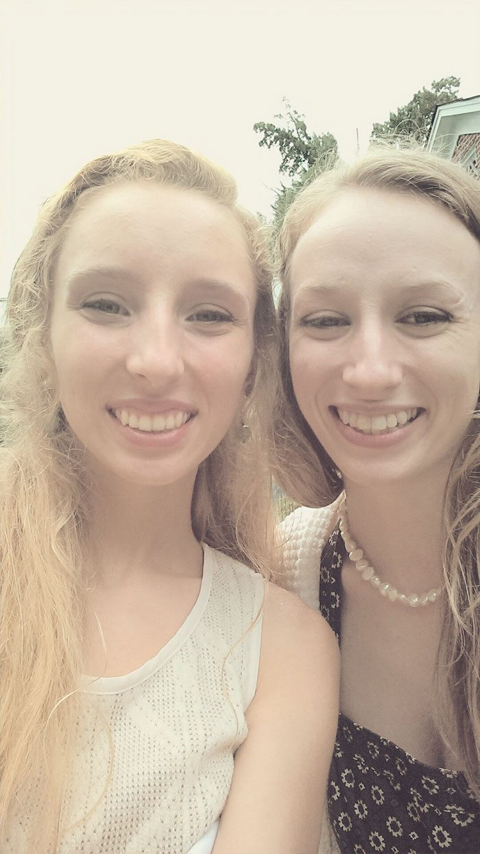 doppelgangers-meet-in-real-life-30-58734e8786acd__700