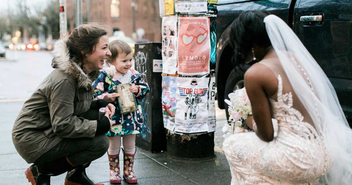 toddler_sees_bride_thinks_princess_featured