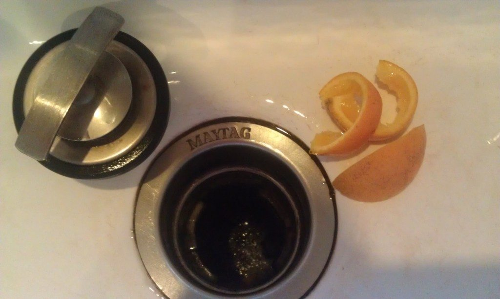 oranges-deoderize-garbage-disposal-naturally-and-without-toxins-1024x612