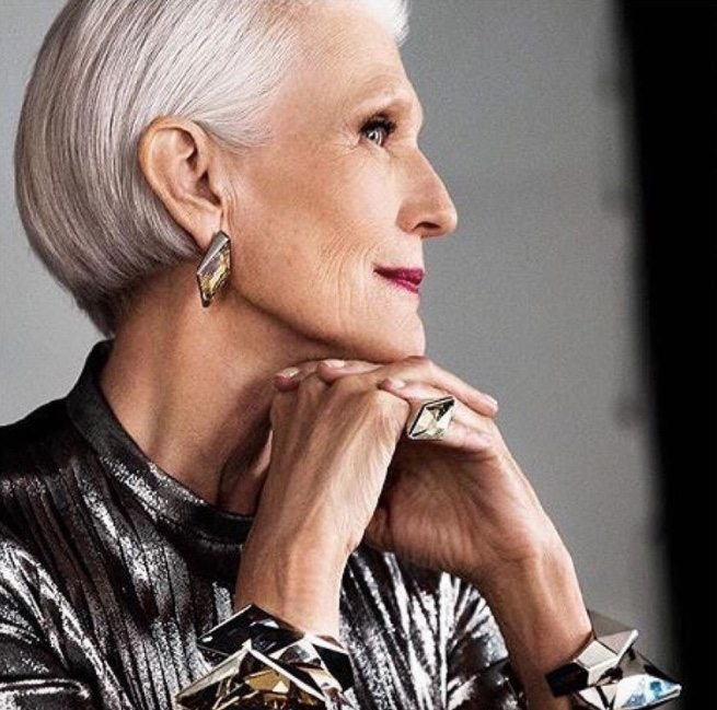 CoverGirl introduces its newest model, a stunning 69-year-old woman. Her photos are beautiful