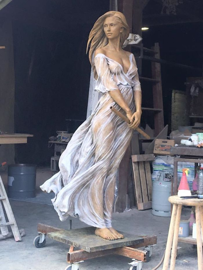 Artist Creates Life Sized Sculptures Of Females Inspired