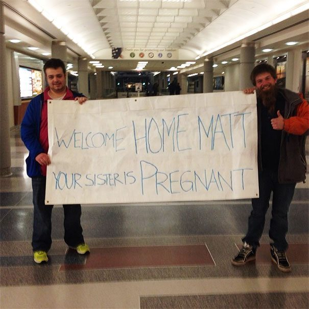 10+ Hilarious Airport Greeting Signs That Are As Embarrassing As ...