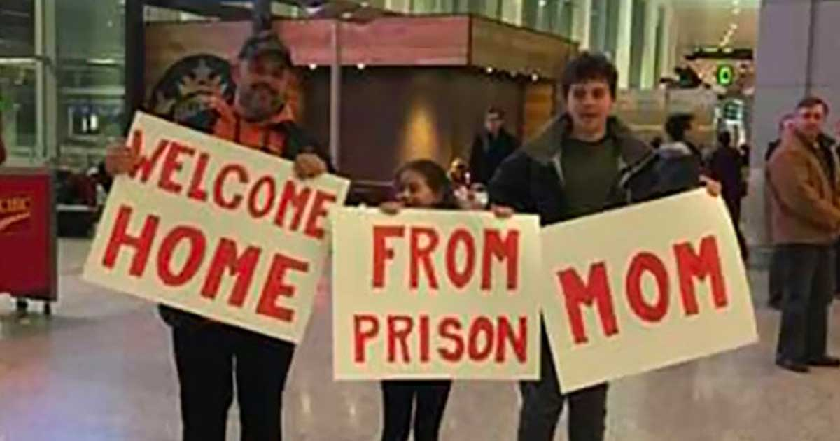 Hilarious Airport Greeting Signs That Are As Embarrassing As - 23 hilarious signs from people who know how to protest properly