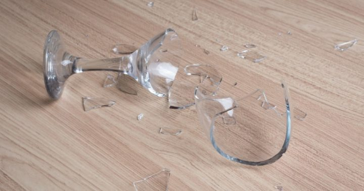 Broke a wine glass don t throw it out here are 8 awesome for Broken glass crafts