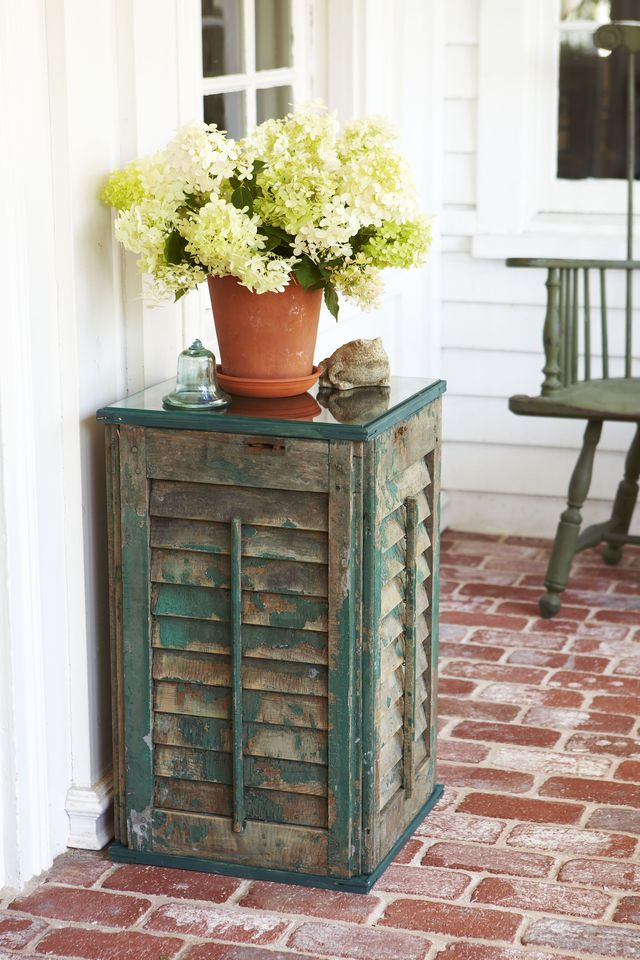 upcycle old shutter into side table