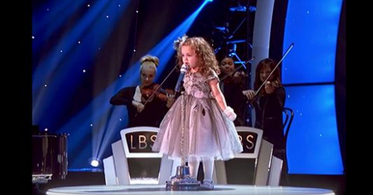 Little Girl's Big Voice In Sinatra Song Blows Audience Away