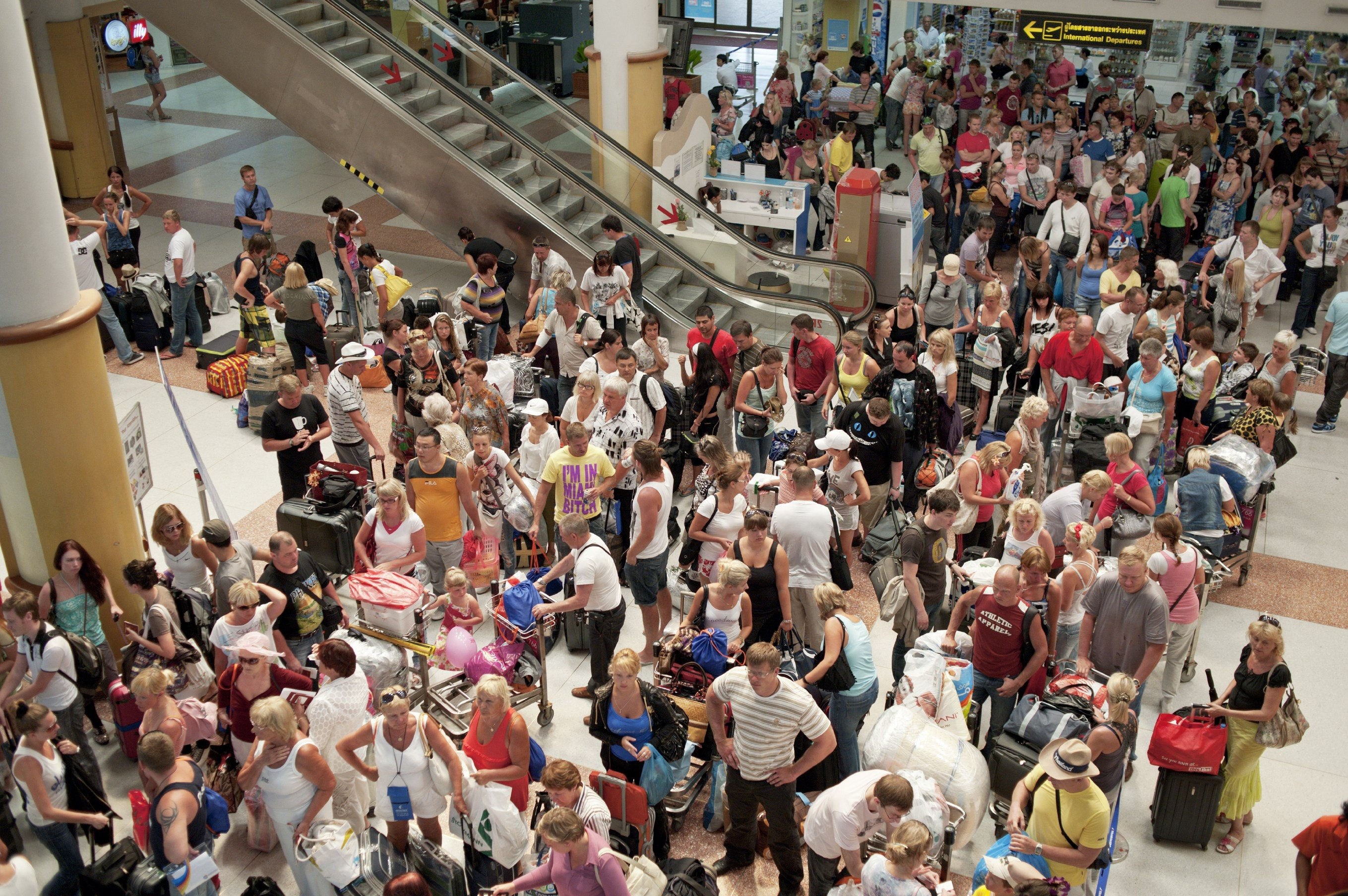 busy_airport_people