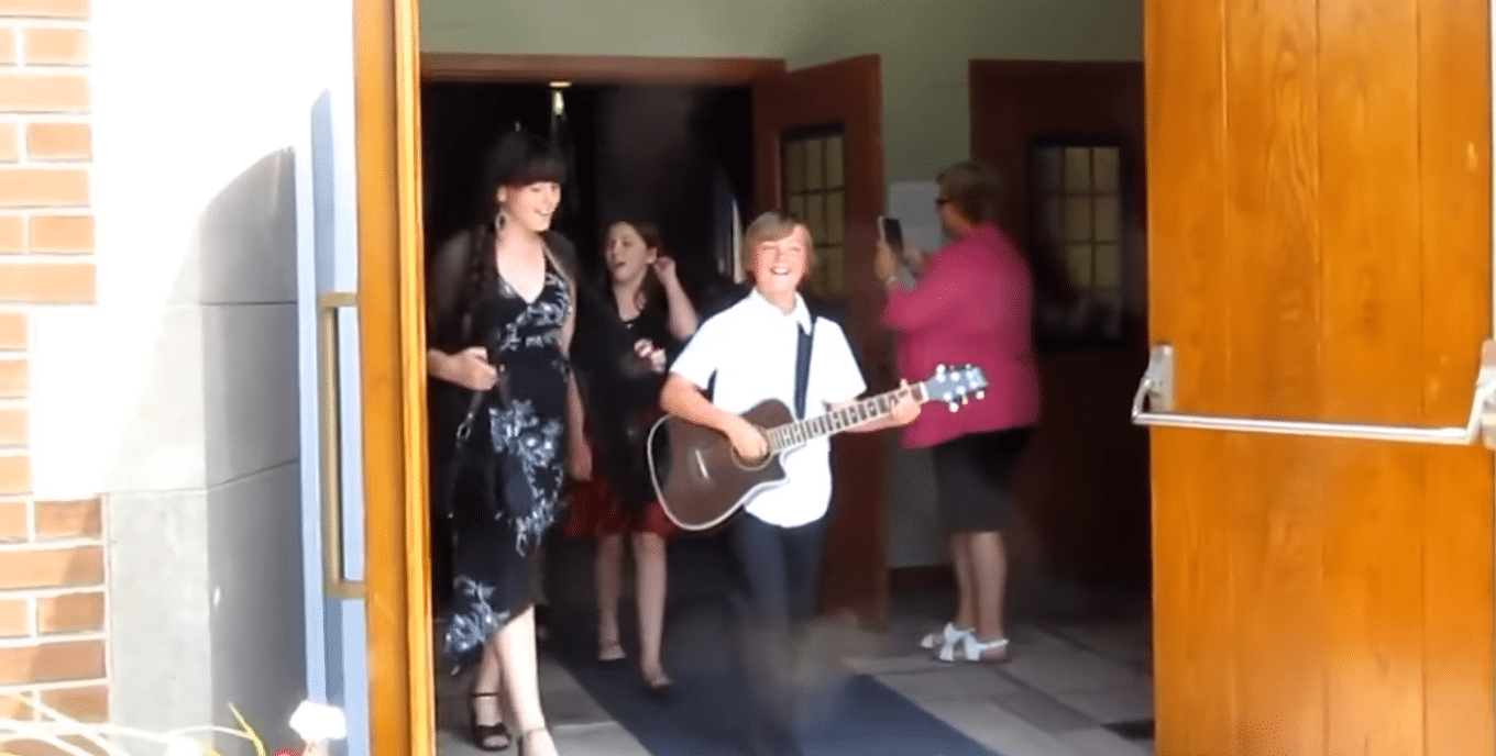 Students Perform Surprise Musical Flash Mob At Wedding