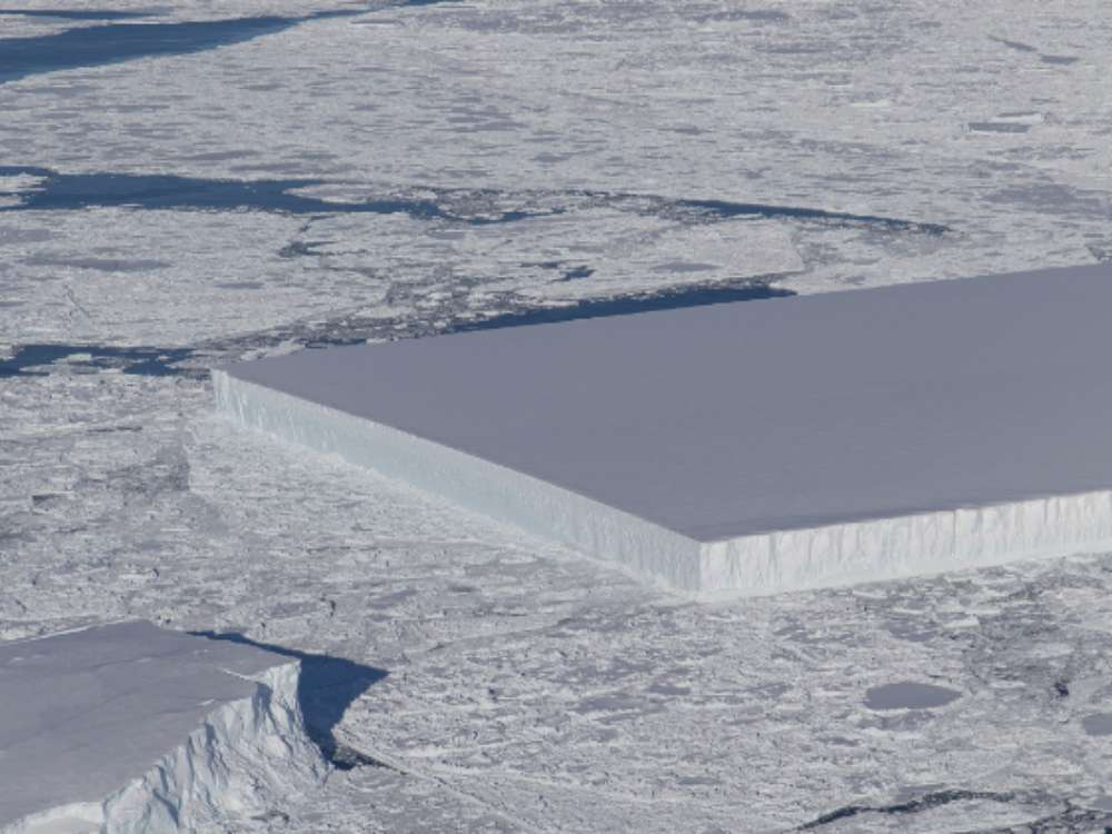 rectangular-iceberg-NASA