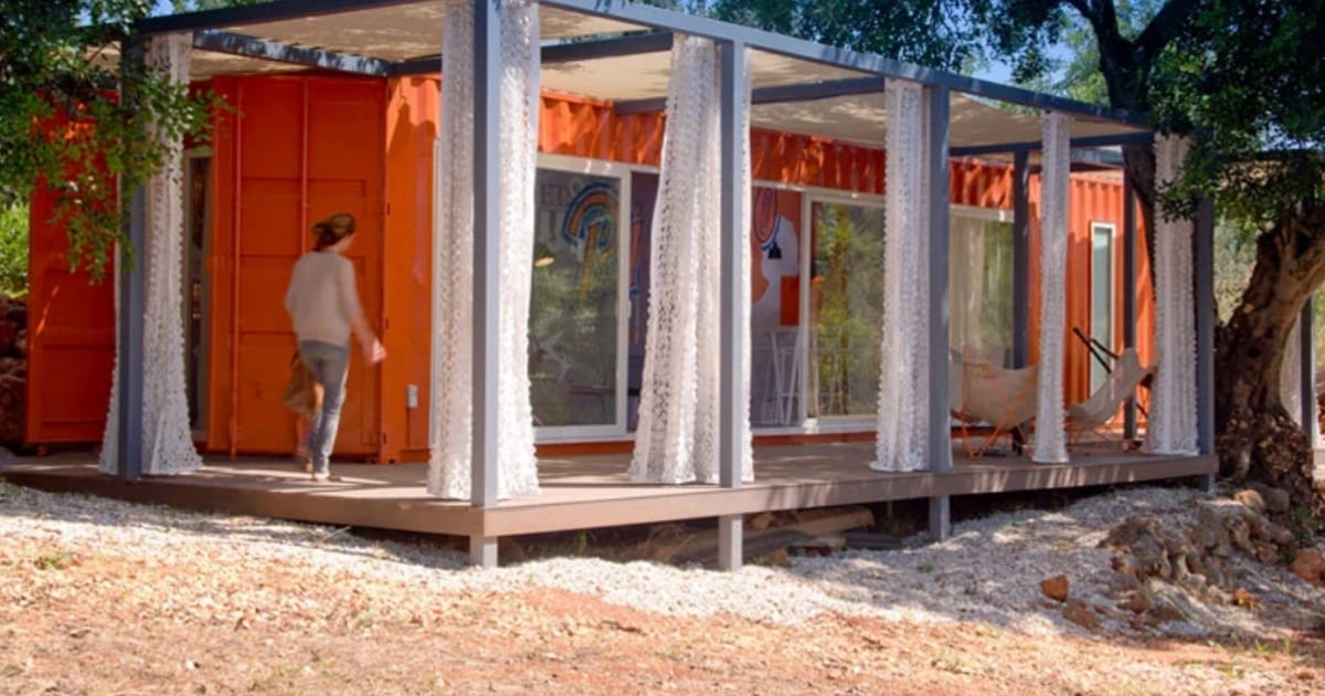 container-makes-the-perfect-tiny-mobile-home