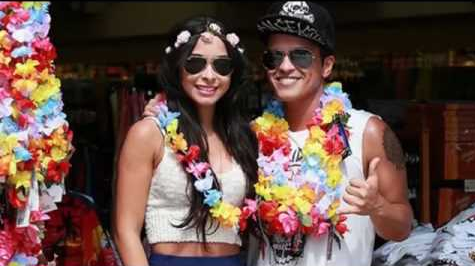 bruno-mars-girlfriend-hawaii