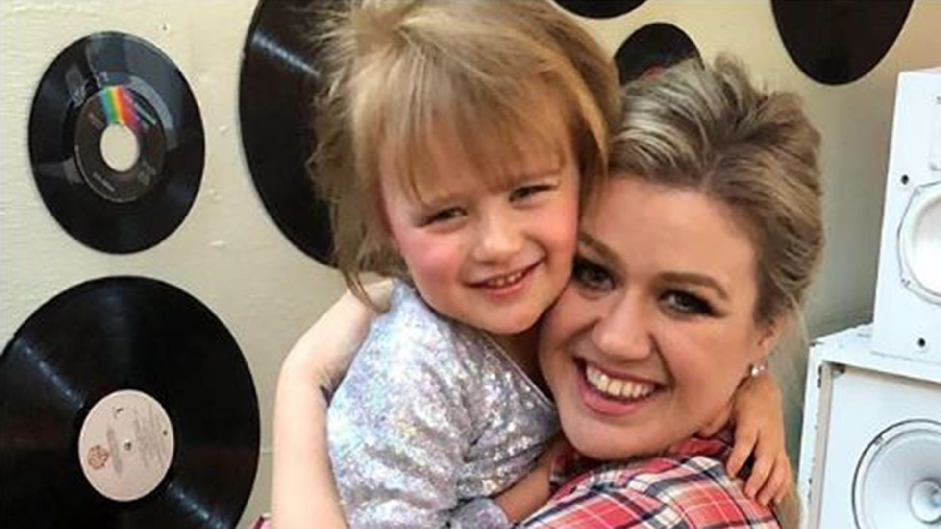 kelly-clarkson-daughter