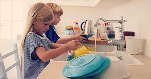 kids-washing-dishes-chores