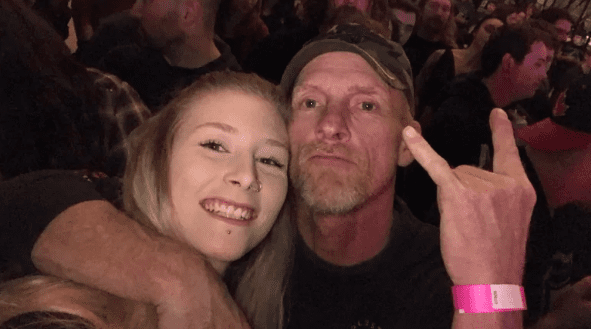 daughter-signs-dad-concert-carberry