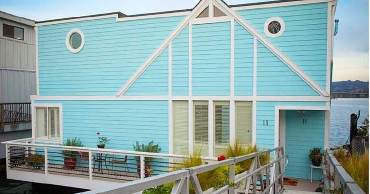 this-blue-houseboat-is-the-vacation-home-of-your-dreams