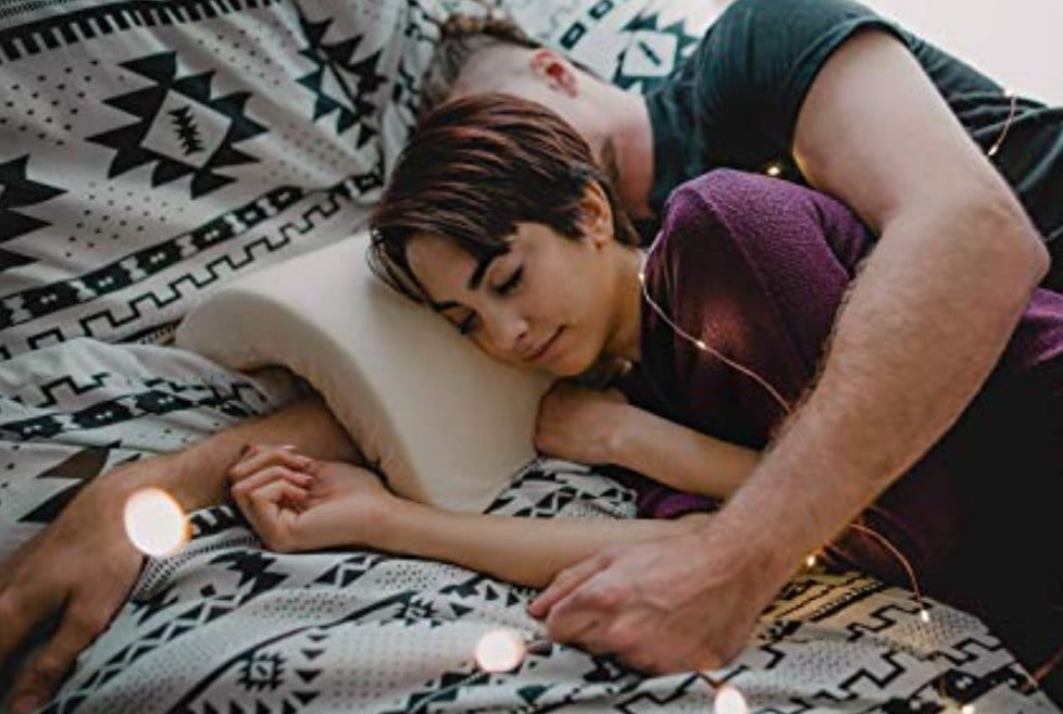 One Of A Kind Pillow Prevents Arm Numbness While Spooning
