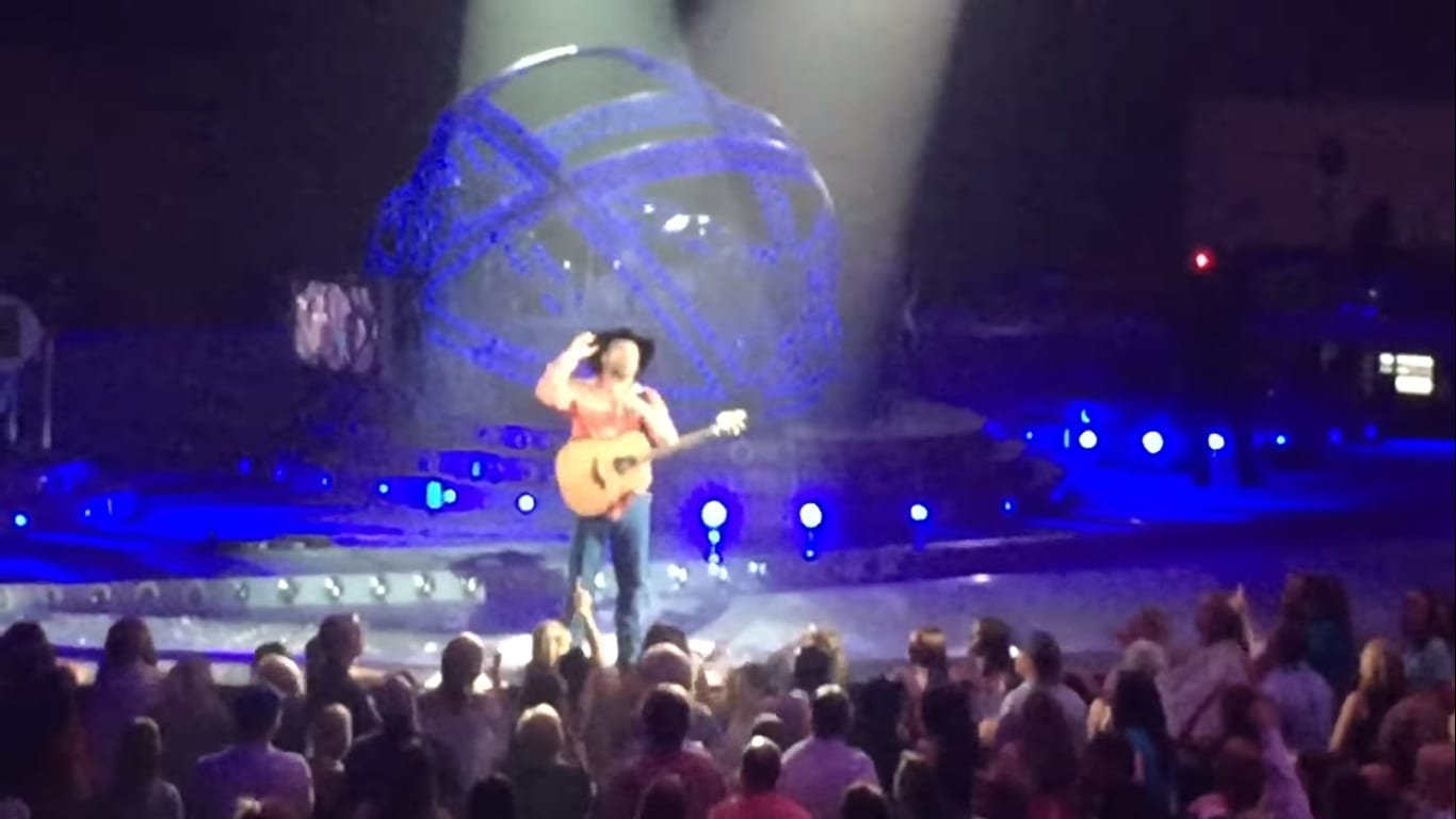 garth-brooks-serenades-senior