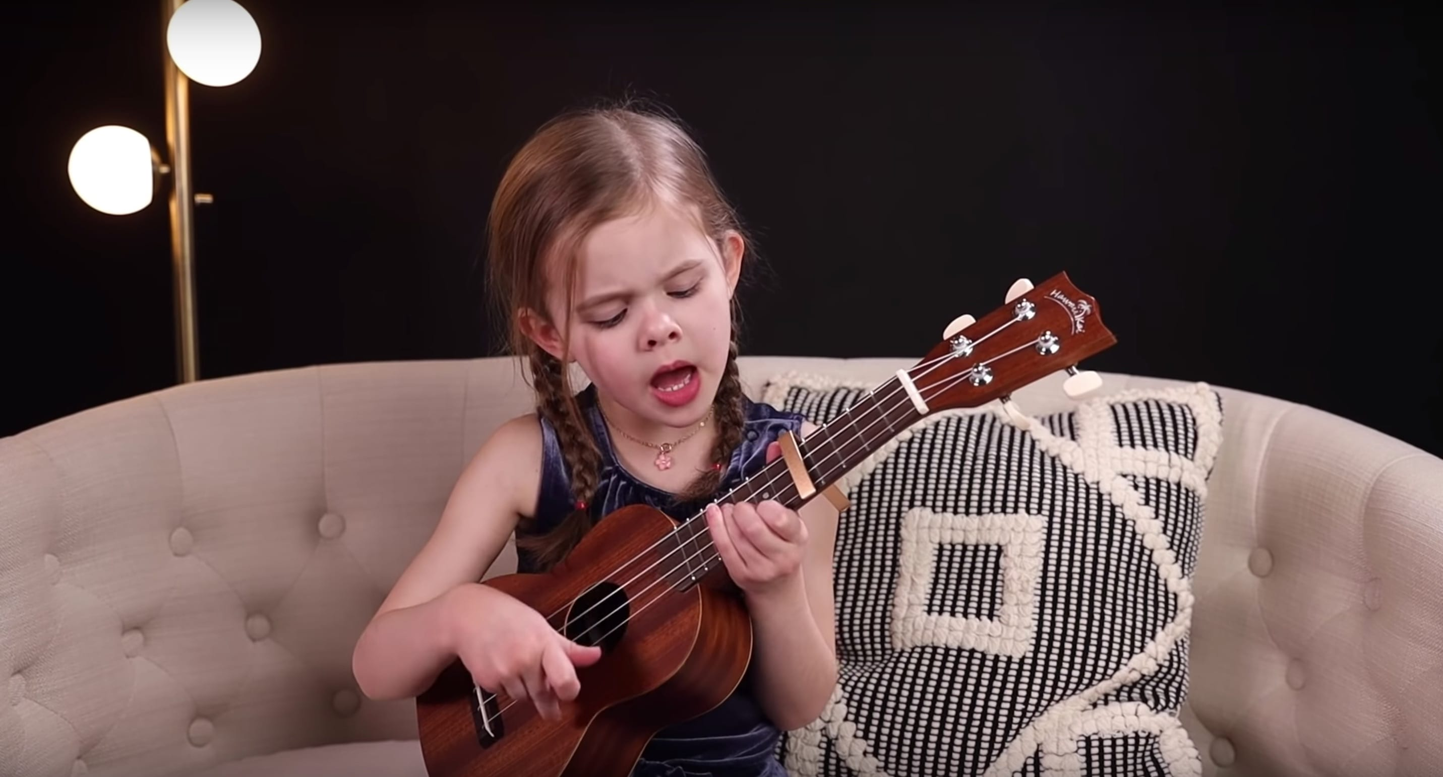 6-Year-Old Claire Crosby Plays Elvis Presley Song On Ukulele