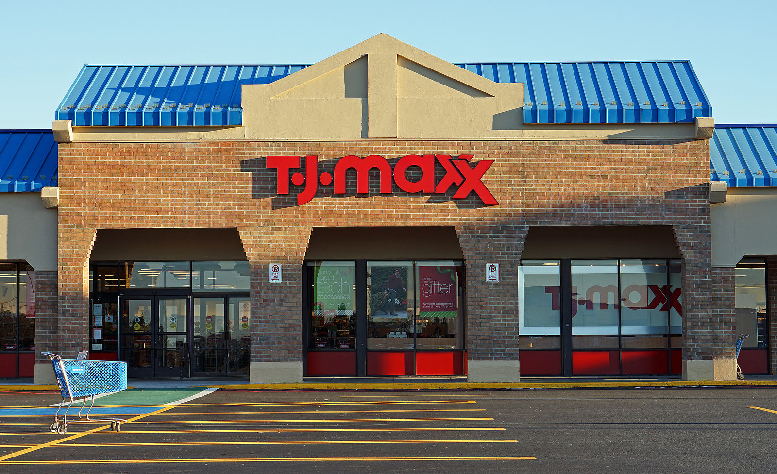 TJ Maxx employees share 35+ tips and tricks that everyone