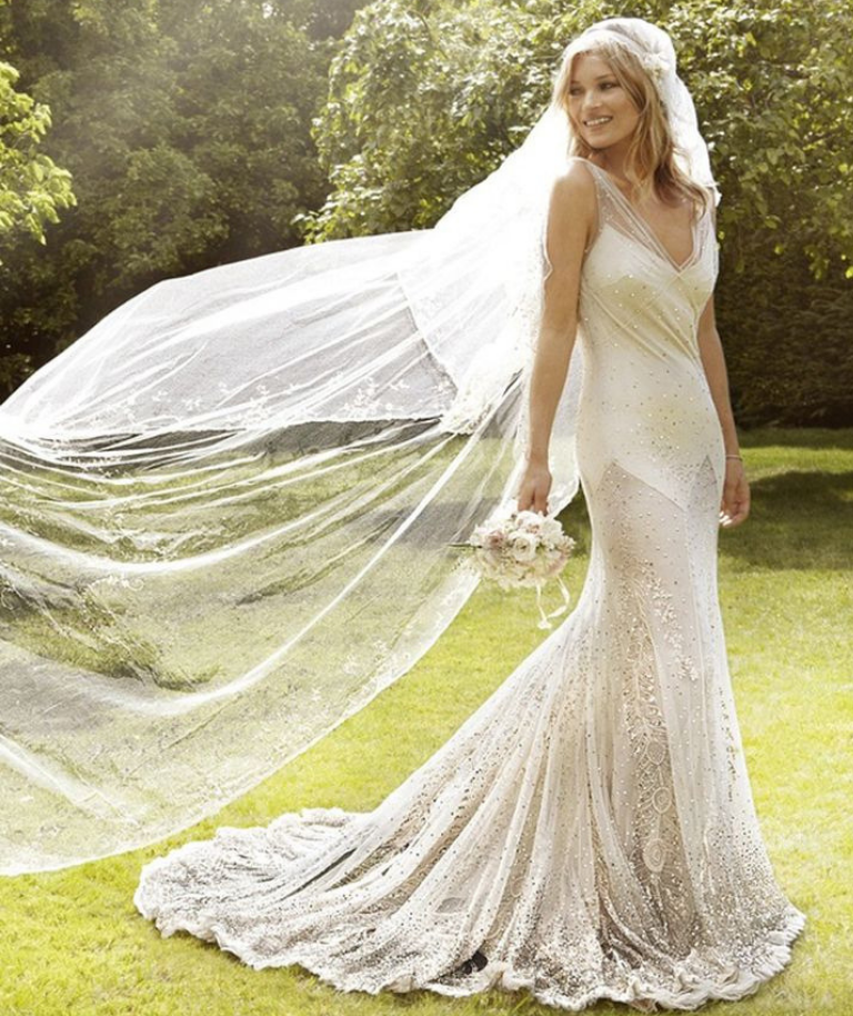 5fff0f35c8 30 Gorgeous Wedding Dresses To Tempt Any Future Bride