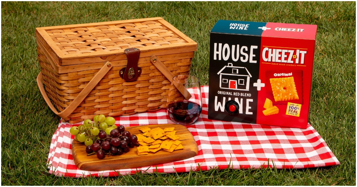 http://newsroom.kelloggcompany.com/2019-07-23-Cheez-It-R-And-House-Wine-Debut-First-Ever-House-Wine-Cheez-It-Box#assets_all