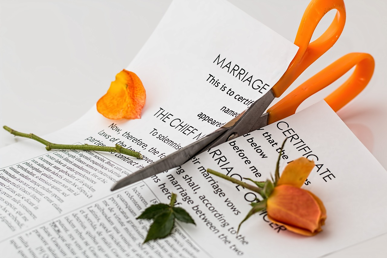 https://pixabay.com/photos/divorce-separation-marriage-breakup-619195/