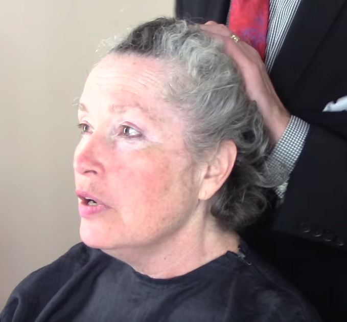 Woman Goes From Gray To Red And Looks Like A Movie Star