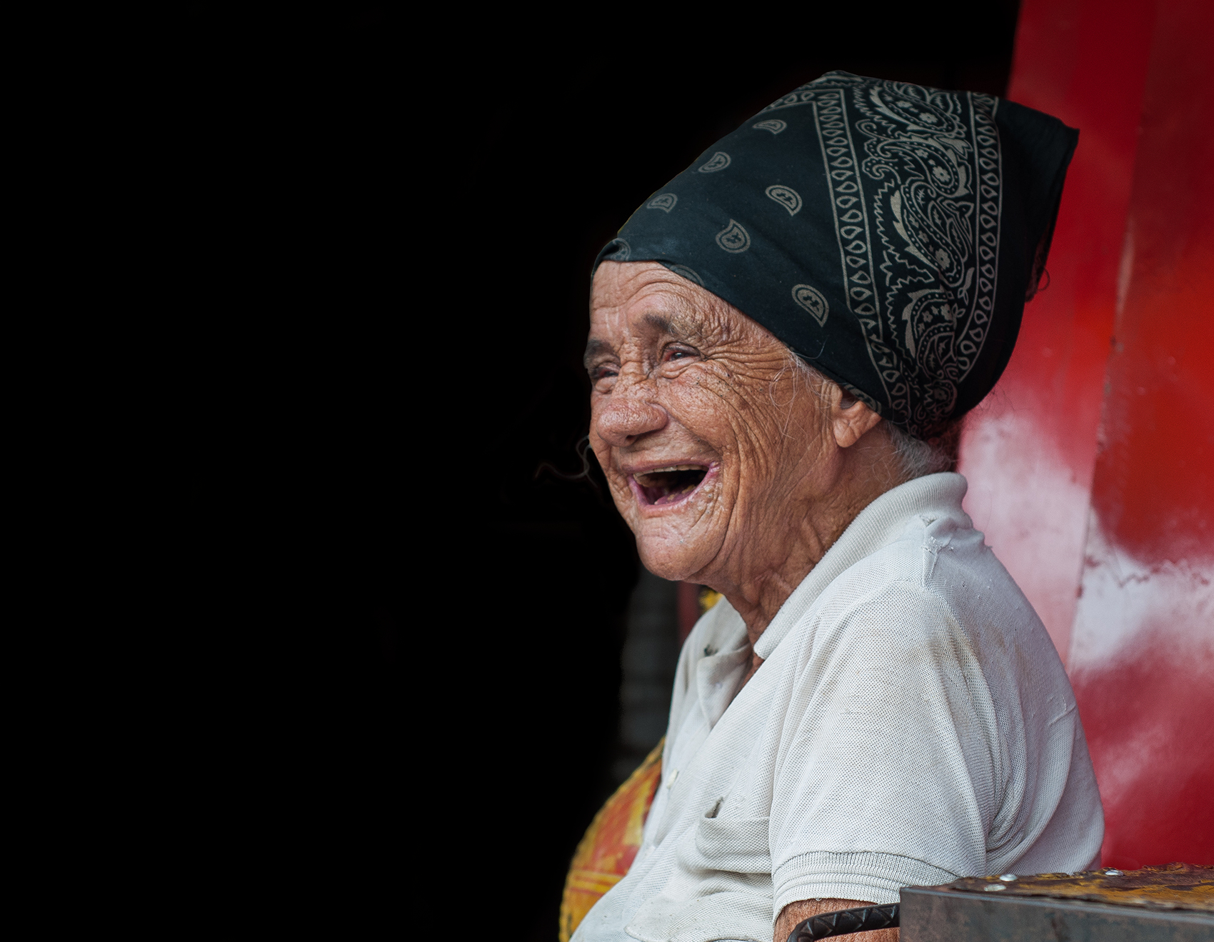 https://commons.wikimedia.org/wiki/File:Old_Woman_Laughing_on_the_Market.jpg