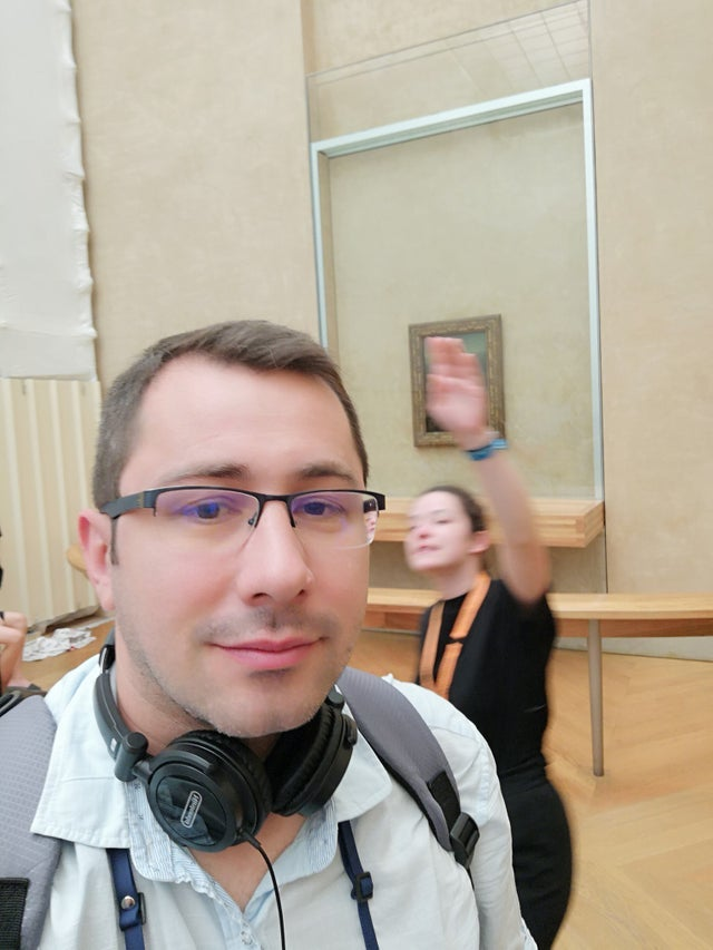 https://www.reddit.com/r/Wellthatsucks/comments/c8a0im/he_tried_to_take_a_selfie_with_the_mona_lisa/