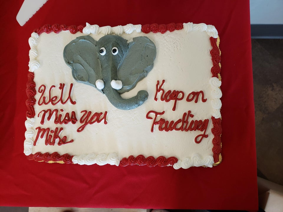 https://www.reddit.com/r/funny/comments/d398nt/coworkers_farewell_cake/