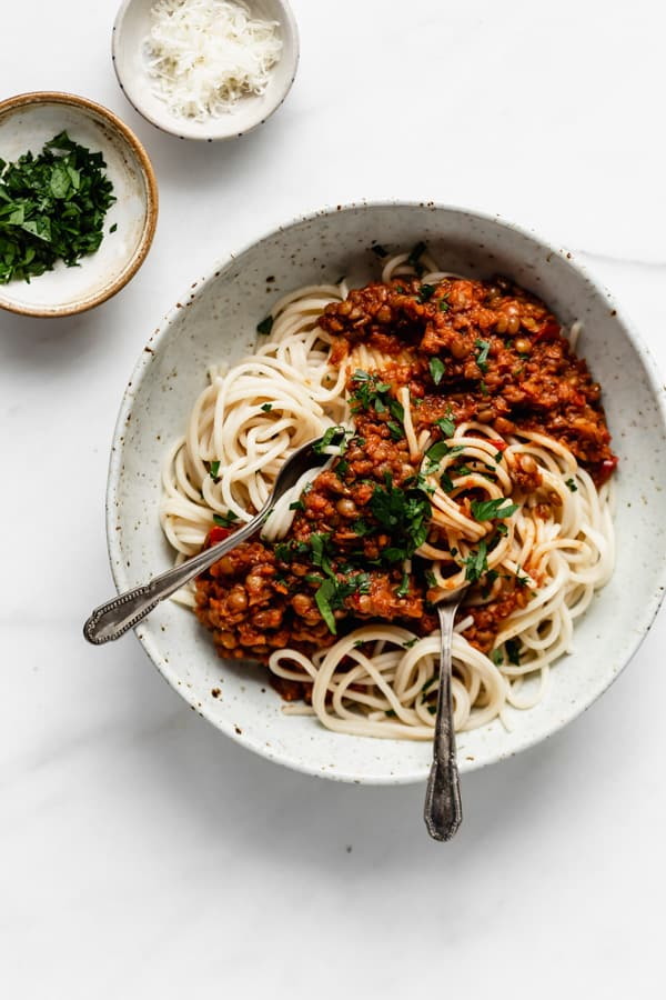 https://choosingchia.com/comforting-lentil-bolognese/
