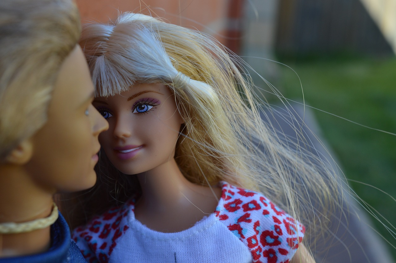 https://www.needpix.com/photo/448840/dolls-barbie-female-girl-blonde-couple-together-portrait-caucasian